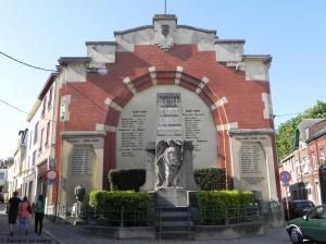 Monument aux morts des 2 guerres